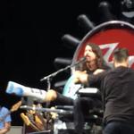 Dave Grohl demonstreaza inca o data de ce este un artist atat de iubit