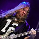 Trei chitare ale lui Jeff Hanneman vor fi scoase la licitatie