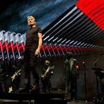 Castiga doua tricouri Roger Waters
