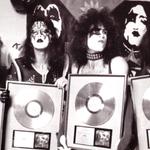 Formatia cu cele mai multe Discuri de Aur din State este KISS