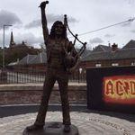 Scotienii i-au facut statuie lui Bon Scott (AC/DC)