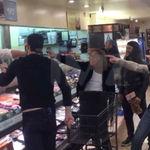 Viralul zilei: Metallica cantand 'Enter Sandman' in supermarket