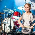 Viralul zilei: O fetita a castigat Denmark's Got Talent cantand la tobe