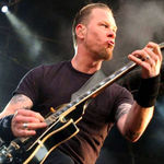 James Hetfield a cazut in timpul unui concert - video