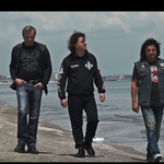 Trupa Compact revine cu single-ul si videoclipul 'Doare al naibii de tare'