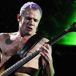 Flea de la Red Hot Chilli Peppers lanseaza doua melodii noi