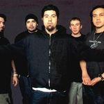 Deftones vorbesc despre starea sanatatii basistului Chi
