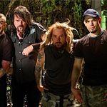 Max Cavalera a vomitat pe solistul Pearl Jam