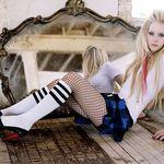 Avril Lavigne se apuca de metal