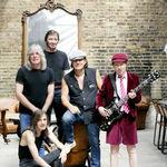 Solistul AC/DC a fost operat, turneul american a fost amanat