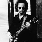 Mergi in tabara cu chitaristul The Doors