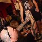 Fotografii cu Slayer de la sedinta de autografe din Los Angeles