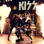 Fanii KISS pot achizitiona chitara Gene Simmons Axe Bass