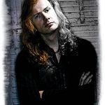 Dave Mustaine isi scoate la licitatie chitarile