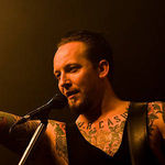 Michael Poulsen (Volbeat) s-a prabusit pe scena (video)