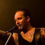 Michael Poulsen (Volbeat) s-a prabusit pe scena (video)